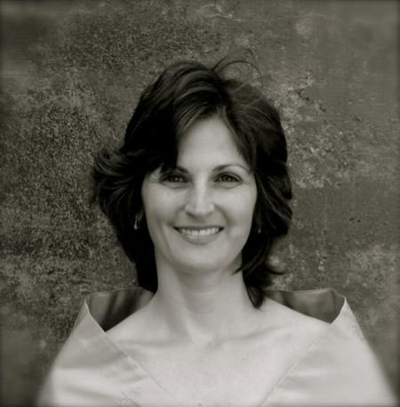 Kimberly Hiss ~ soprano